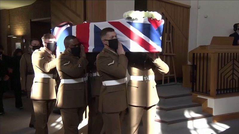 Kapitána Moora provázeli na poslední cestě  vojáci a rodina