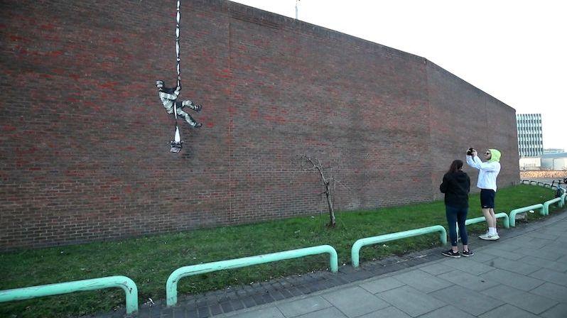 Vězeň na útěku. Banksy zřejmě znovu tvořil