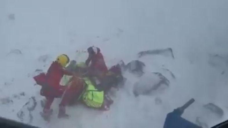 Policie odložila vyšetřování lyžařů, kteří údajně nepomohli ženě pod lavinou