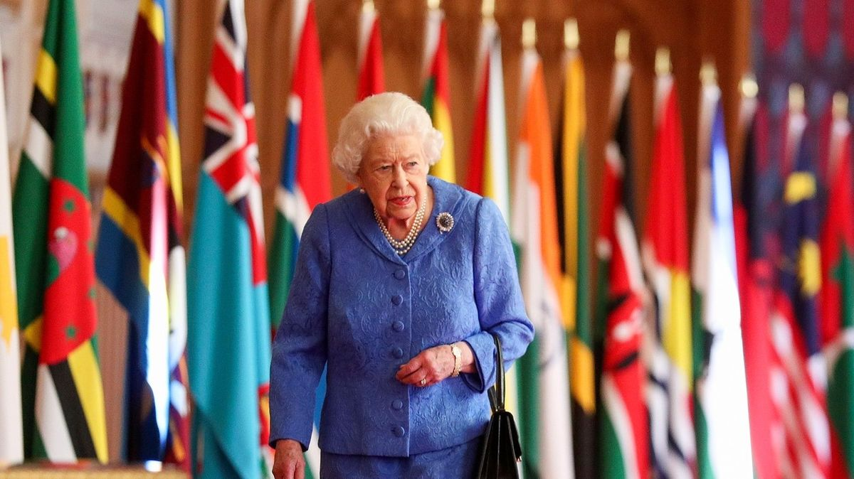 Královna chce osobně zjistit, který člen rodiny se ptal na barvu Archieho kůže