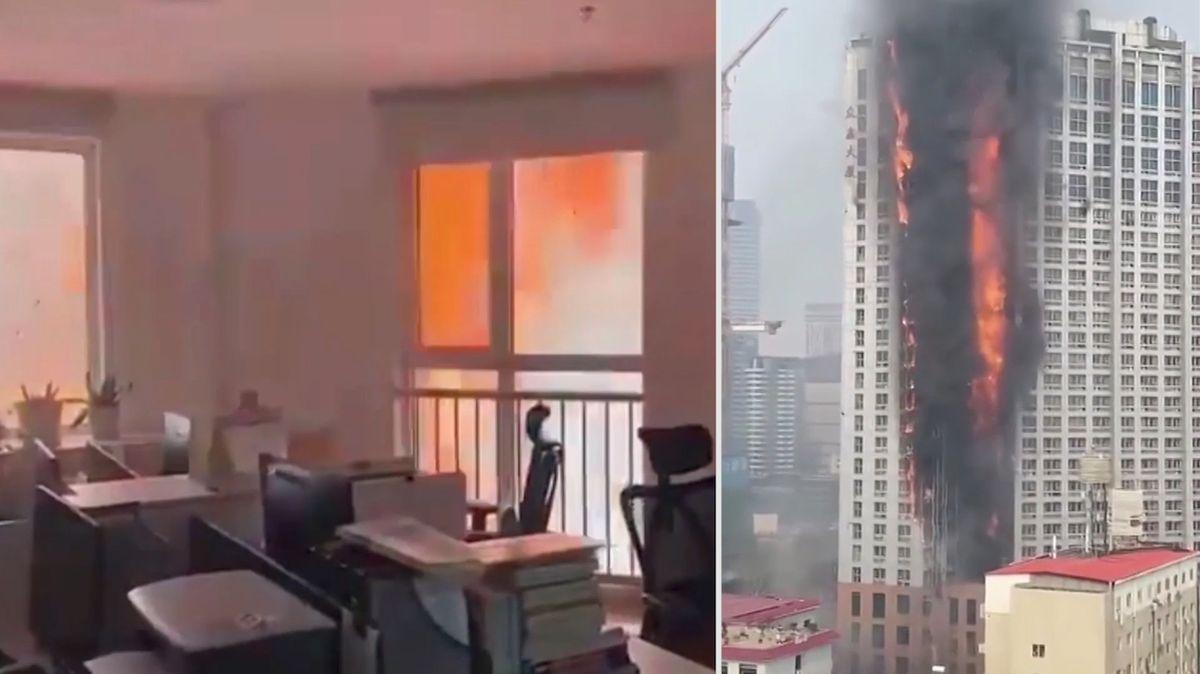 Pohled z okna hořícího mrakodrapu: V Číně zachvátil požár 111metrovou budovu
