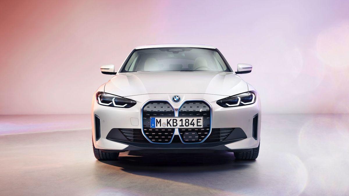 Kladivo na Teslu je tu. BMW ukázalo produkční elektrický sedan i4