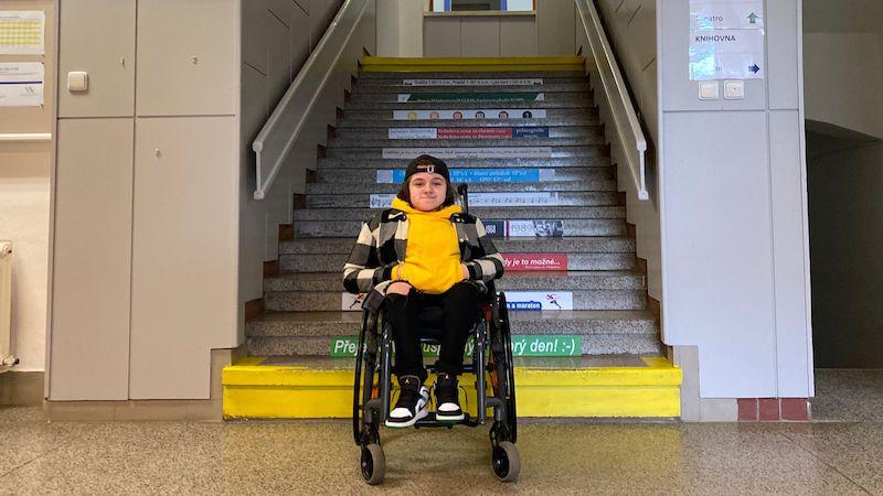 Dívka bojuje za bezbariérový přístup. Bez výtahu na vysněném gymnáziu studovat nemůže