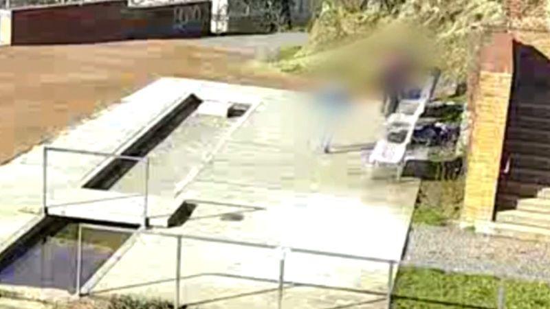 Sedmnáctiletá dívka se zřítila v Brně z hradeb, pád natočila kamera