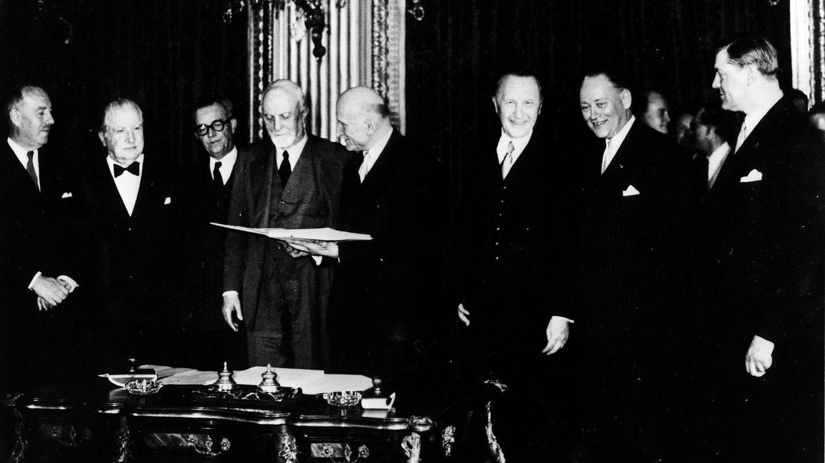 """Před 70 lety podepsalo šest států smlouvu o """"uhlí a oceli"""", předzvěst Evropské unie"""