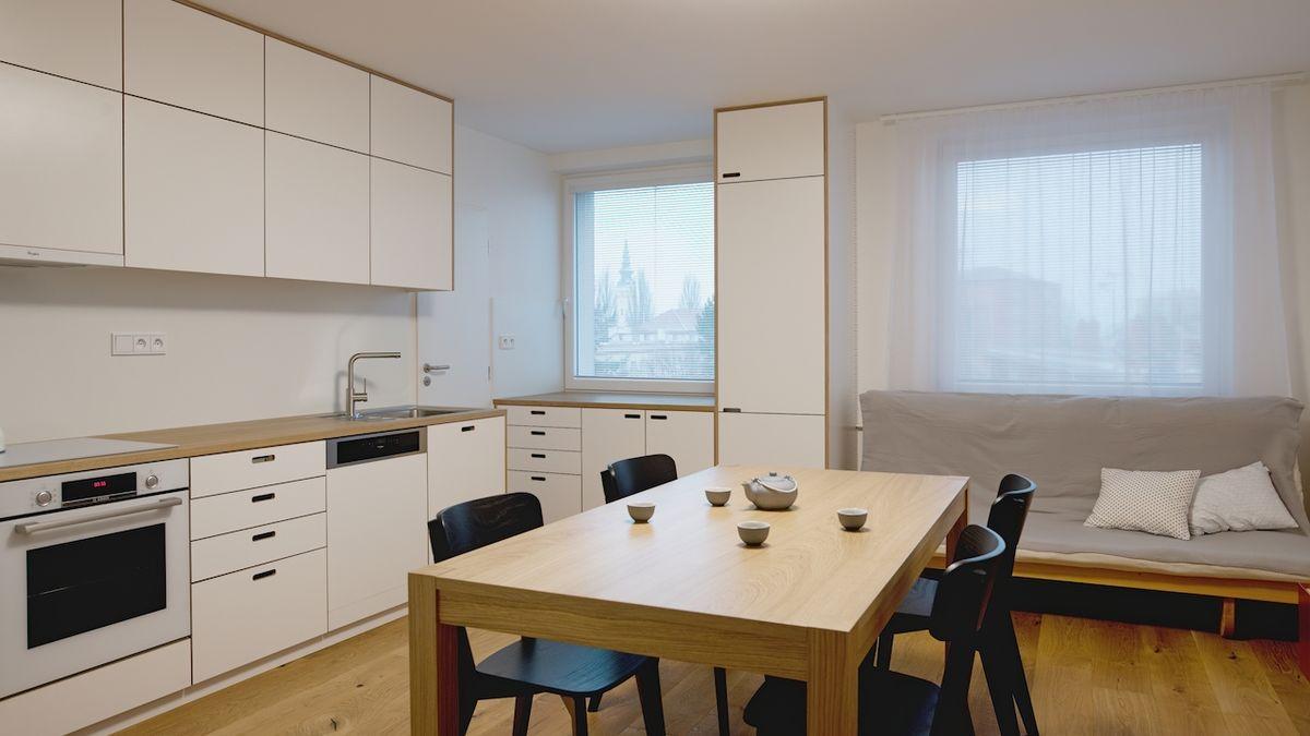 Radikálnější proměna dopřála panelovému bytu více funkčního i prosvětleného prostoru