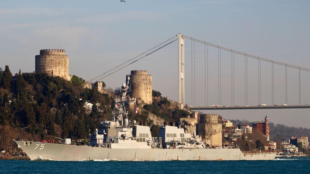 Americké torpédoborce se blíží k Černému moři. Varujeme vás, zní z Ruska