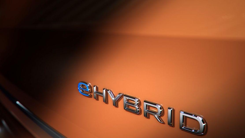 Volkswagen poutá na nový multivan, dorazí i jako plug-in hybrid