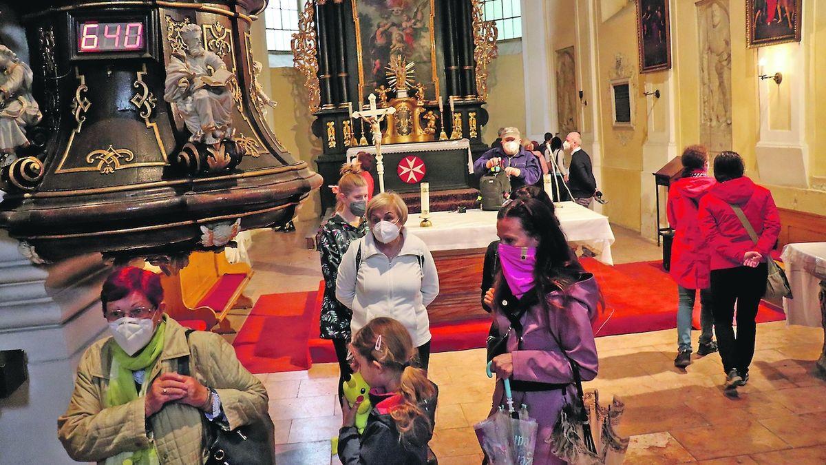 Stovky dárců pomáhají zachránit kostel v Opavě