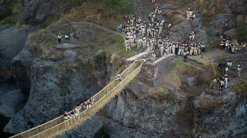 V Peru obnovili poslední visutý most, který ještě pamatuje Inky