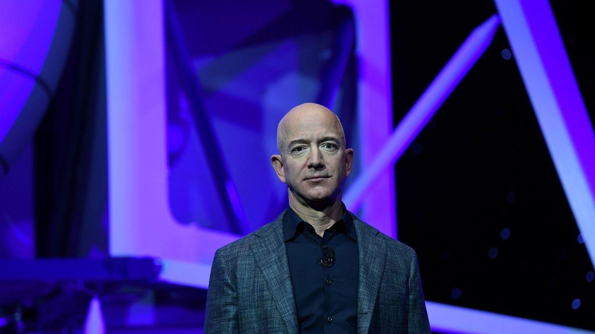 Miliardář Bezos se chystá příští měsíc do vesmíru