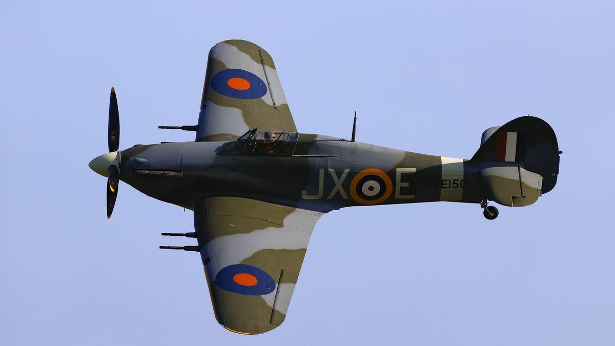 FOTO: Muzeum na Točné získalo vzácnou historickou stíhačku Hawker Hurricane