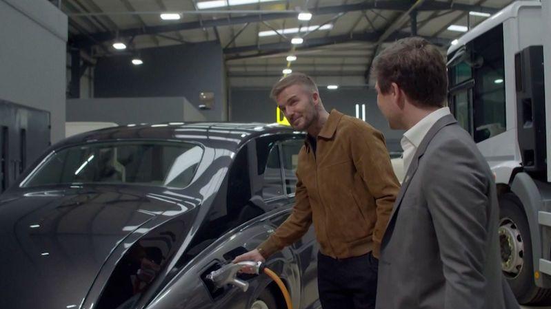 David Beckham investuje do firmy, která dělá elektromobily z veteránů