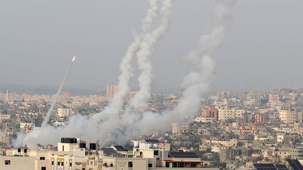 Další oběť v Izraeli, Hamás pálí rakety takřka nepřetržitě