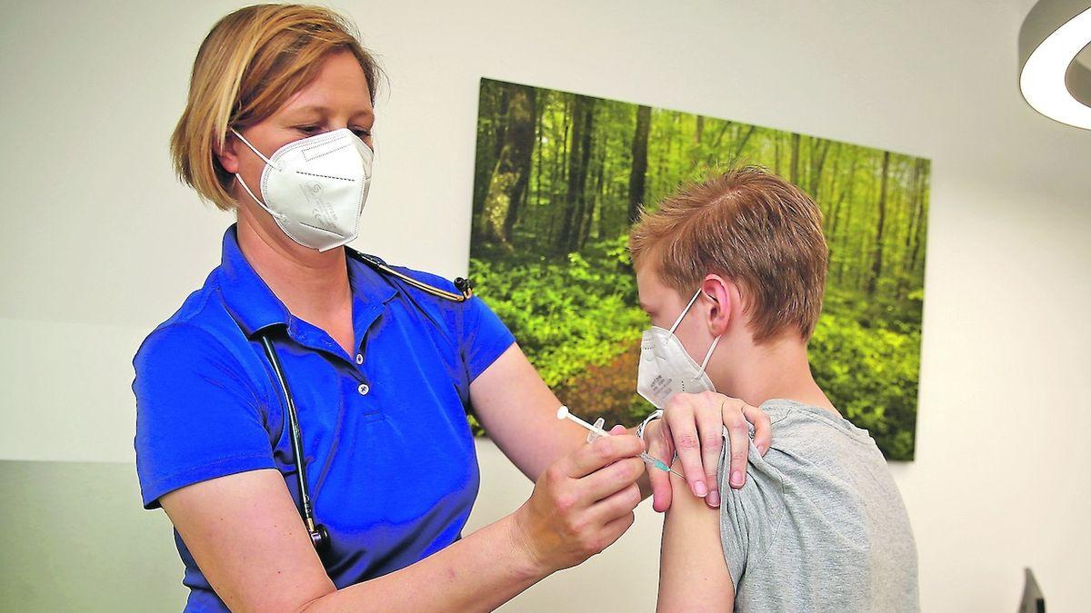 Německo bude očkovat třetí dávkou a podpoří vakcinaci dětí