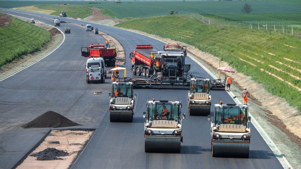 Stavbu dálnic brzdí námitky vůči Metrostavu