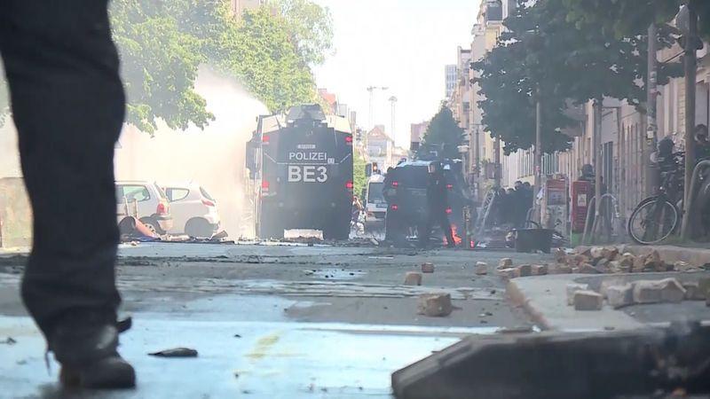 Tisícovka policistů a dvoudenní řež, policie vnikla do berlínského squatu