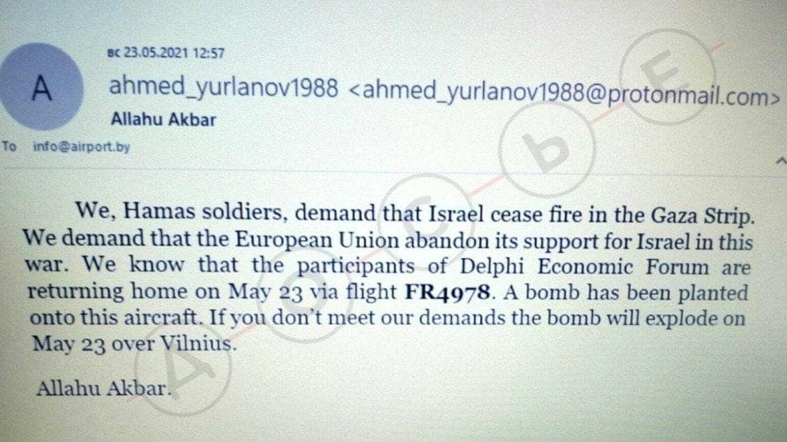Výhrůžka o bombě na palubě přišla až poté, co Bělorusové varovali pilota Ryanairu