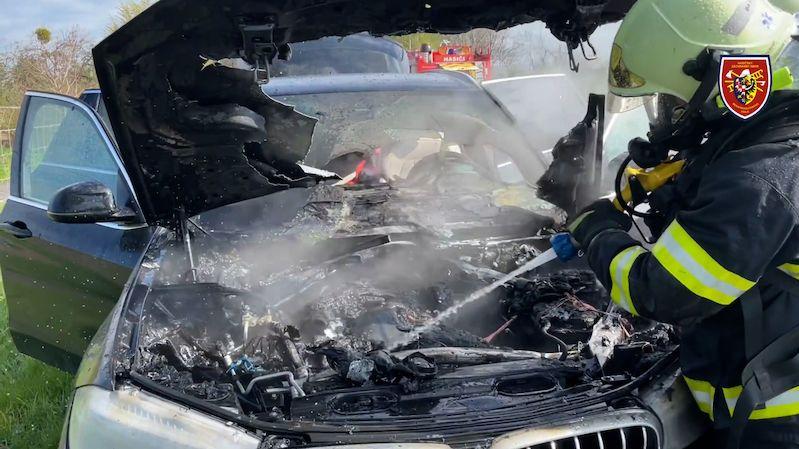 Na Frýdecko-Místecku hořelo BMW