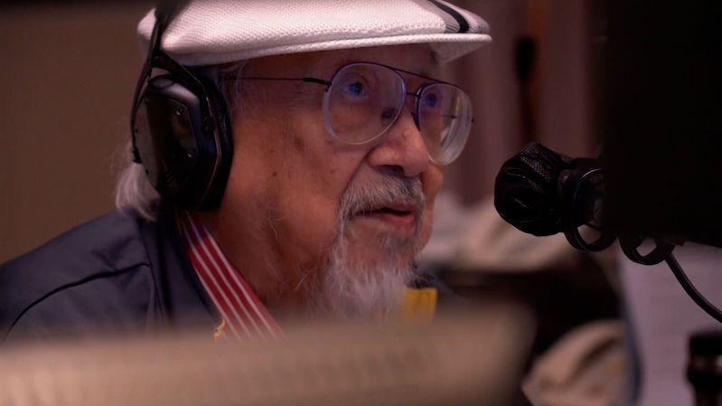 Poznávali ho i členové Beatles, v 96 letech odchází legendární DJ do důchodu