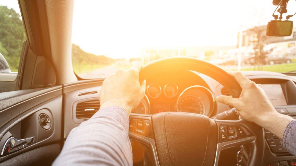 Jak přežít parné léto v autě
