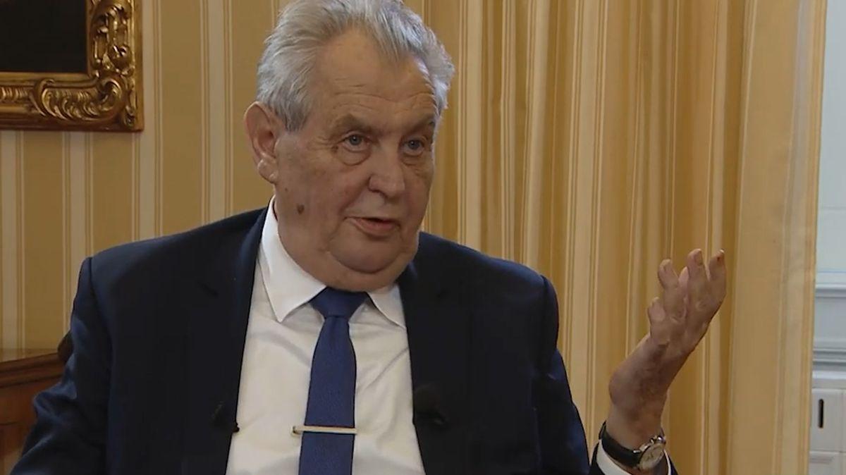 Poslanci odmítli Zemanovu stížnost: Prezident nemá co úkolovat BIS