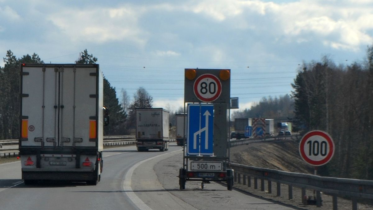 Neukáznění kamioňáci komplikují dopravu na objížďkách zavřené D1