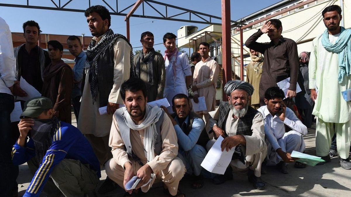 Zůstaňte doma, vzkazuje Merkelová Afgháncům prchajícím před Tálibánem