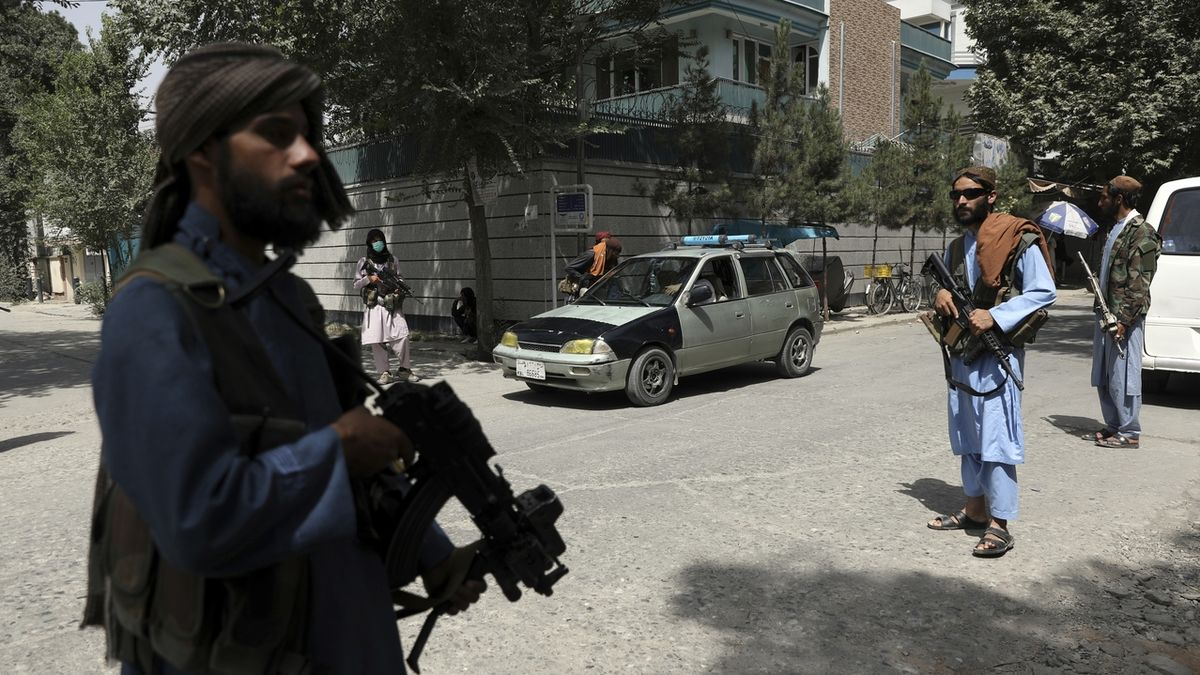 Ženy doma, za džíny bič. U Tálibánu vše při starém