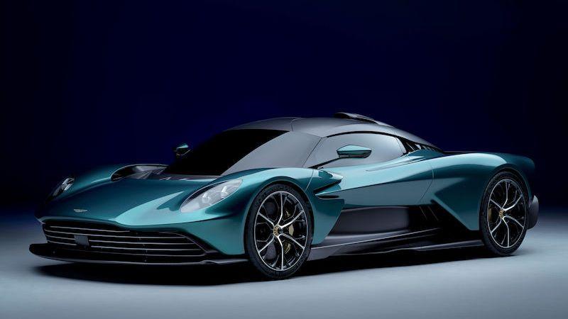 Aston Martin představuje valhallu, placatý hybrid s výkonem 950 koní