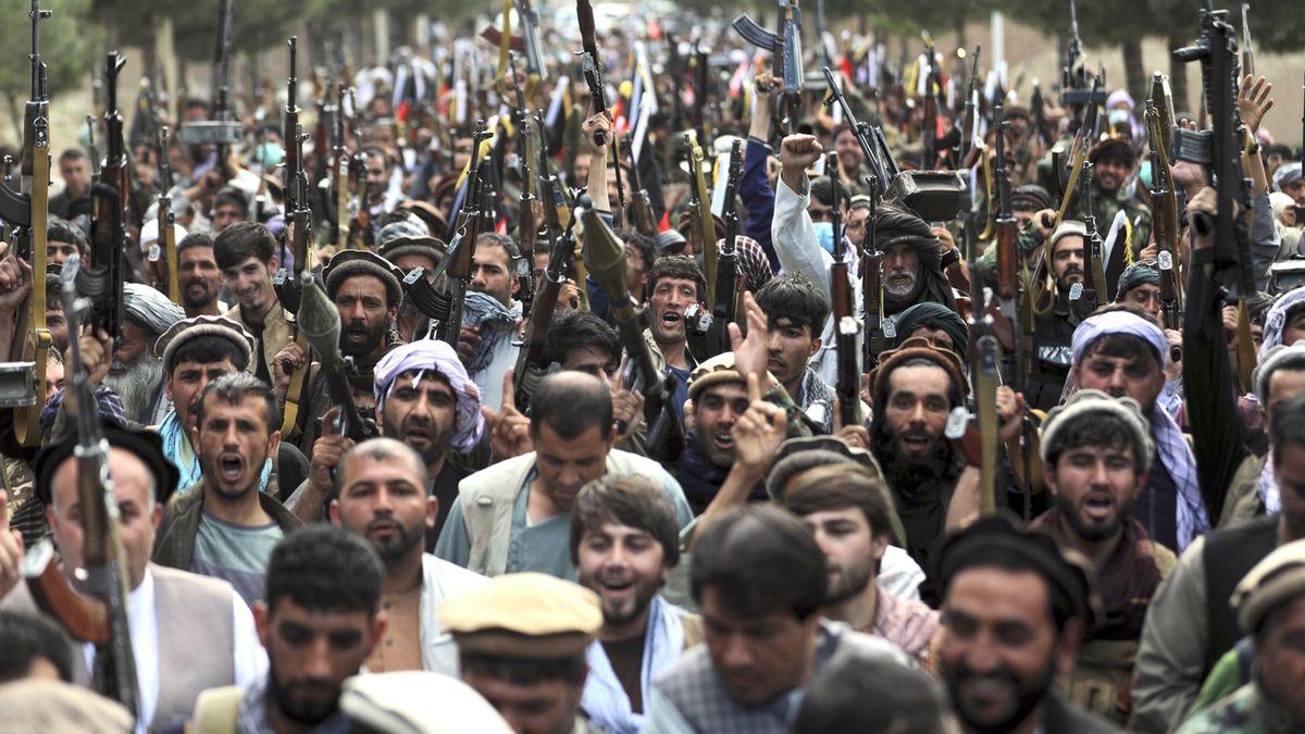 Afghánský generál slibuje zabít v Laškar Gáhu každého táliba. Obyvatele vyzval k útěku