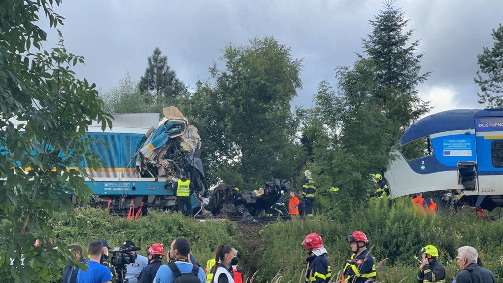 Z trati u Domažlic už odstranili nabourané vlaky. Zbývá opravit koleje