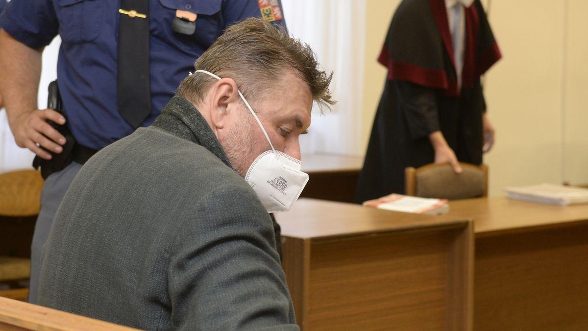 Poslední člen Berdychova gangu na soudu zkolaboval, rozsudek se odkládá