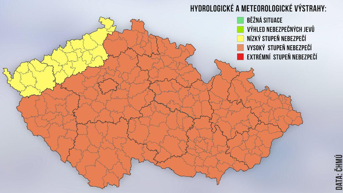Extrémní nebezpečí platí ve čtyřech krajích. Meteorologové zesílili výstrahu před bouřkami