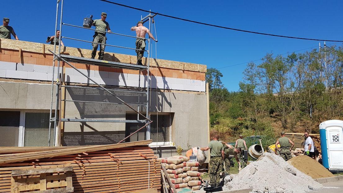 Vláda schválila 1,4 miliardy na pomoc s obnovou domů po tornádu a bouřích