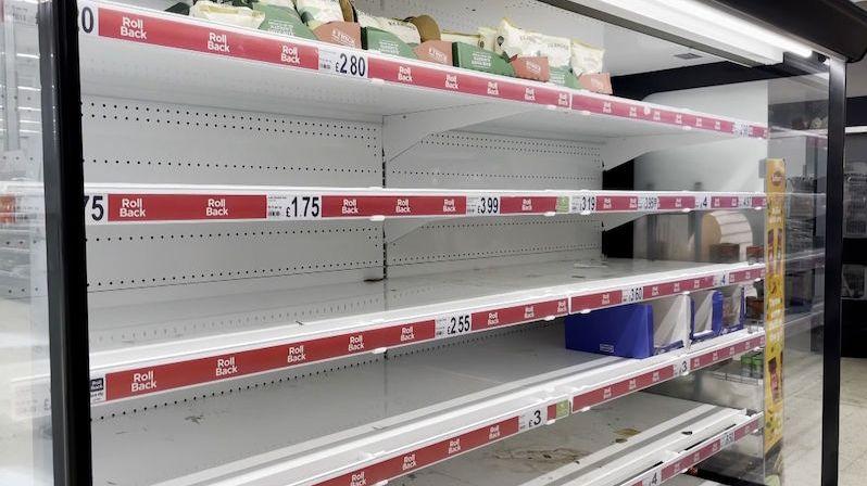 Británie řeší kvůli karanténám nedostatek zboží v obchodech. Vláda zavádí výjimky