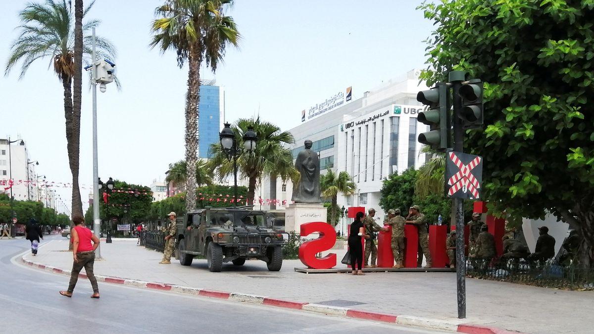 Tuniský prezident upevňuje moc