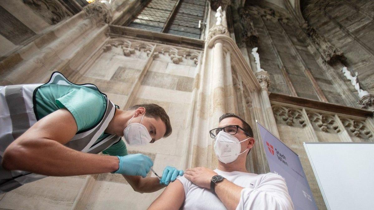 Na očkování do kostela, Vídeň otevřela vakcinační centrum v katedrále