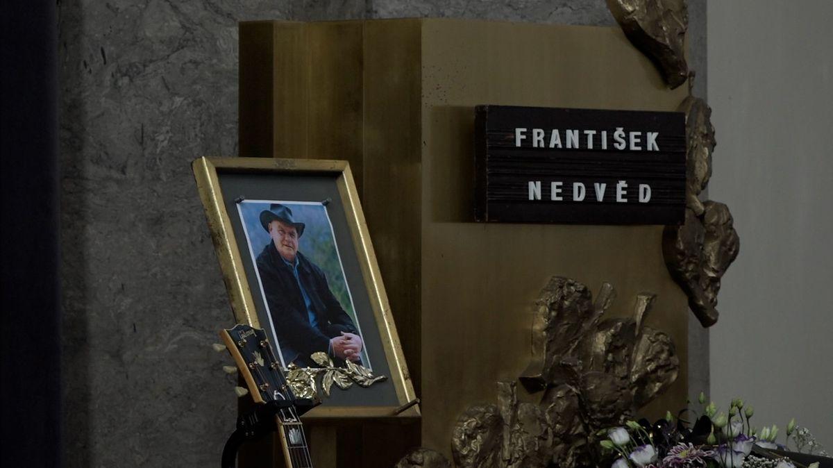 Poslední rozloučení s písničkářem Františkem Nedvědem