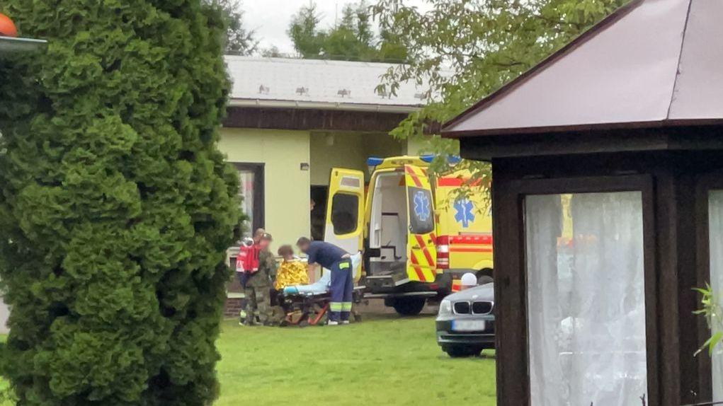 Deset dětí z tábora na Rakovnicku musela odvézt záchranka do nemocnice