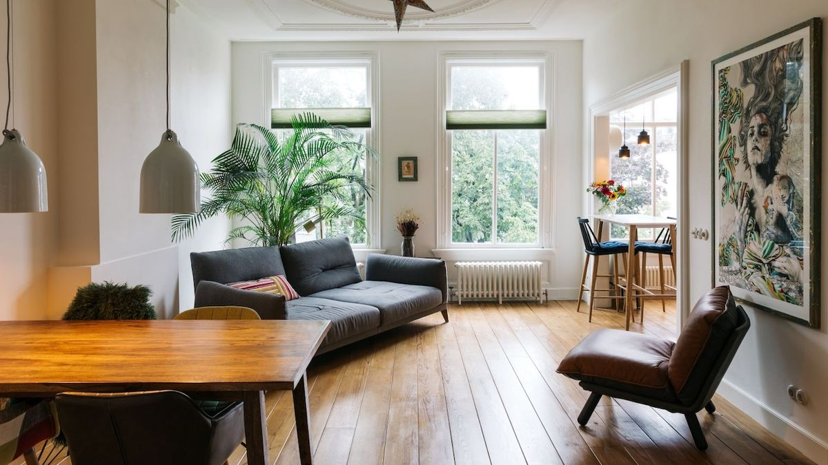 Byt v historickém domě zařídili architekti v moderním, a přesto tradičním stylu