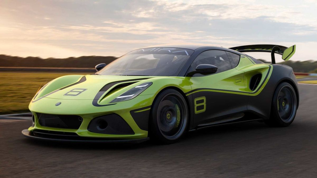 Lotus Emira přijíždí v závodní verzi GT4. Výkon zůstal stejný, hmotnost nikoli