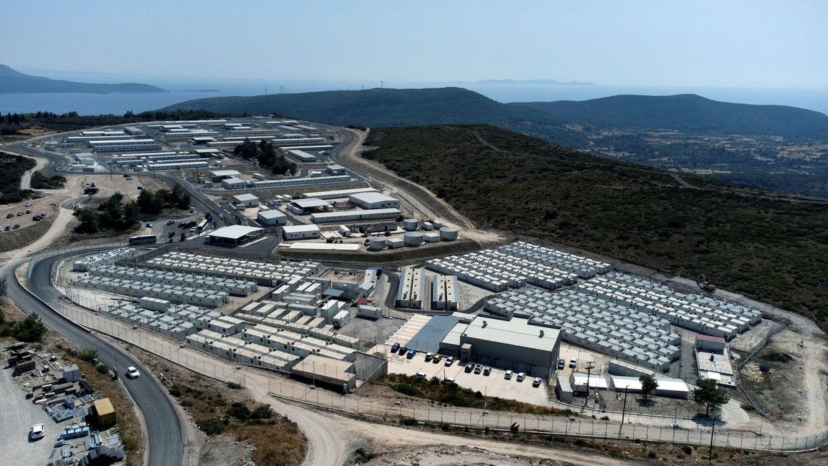 Migranti na řeckém Samosu se stěhují do nového tábora