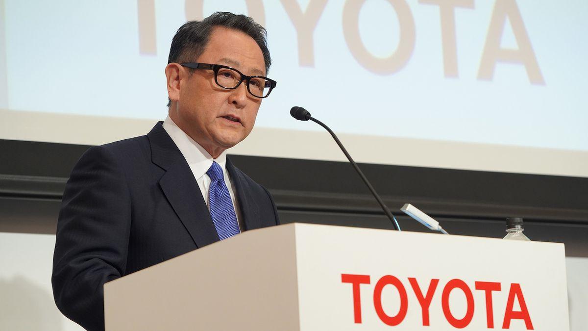 Přechod na elektromobily by mohl stát miliony pracovních míst, hřímá šéf Toyoty