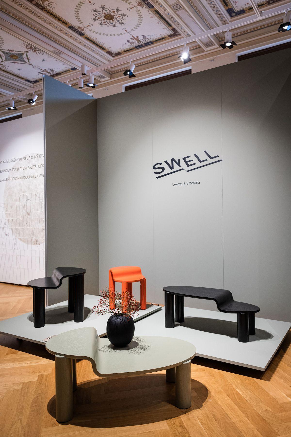 Design studio Lexová & Smetana boduje s kolekcí víceúrovňových stolků Swell.