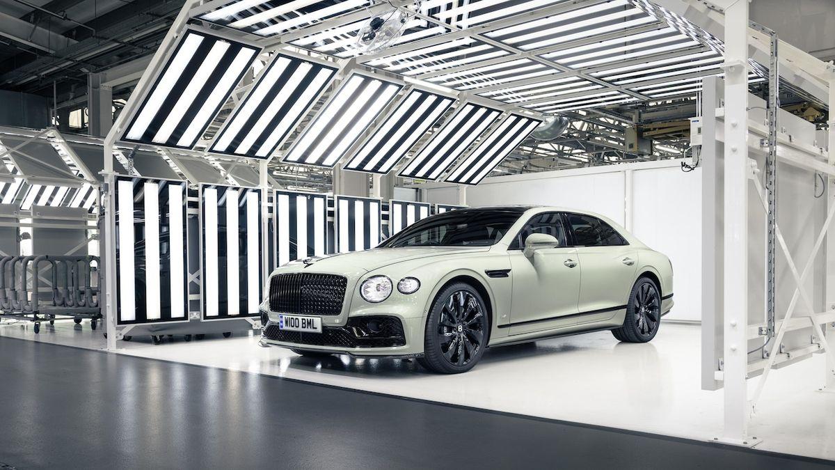 Bentley Flying Spur v barvě laku Sage Green