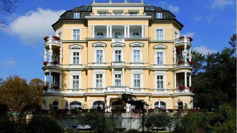Majestátní vila Imperial je dodnes architektonickým skvostem Františkových Lázní