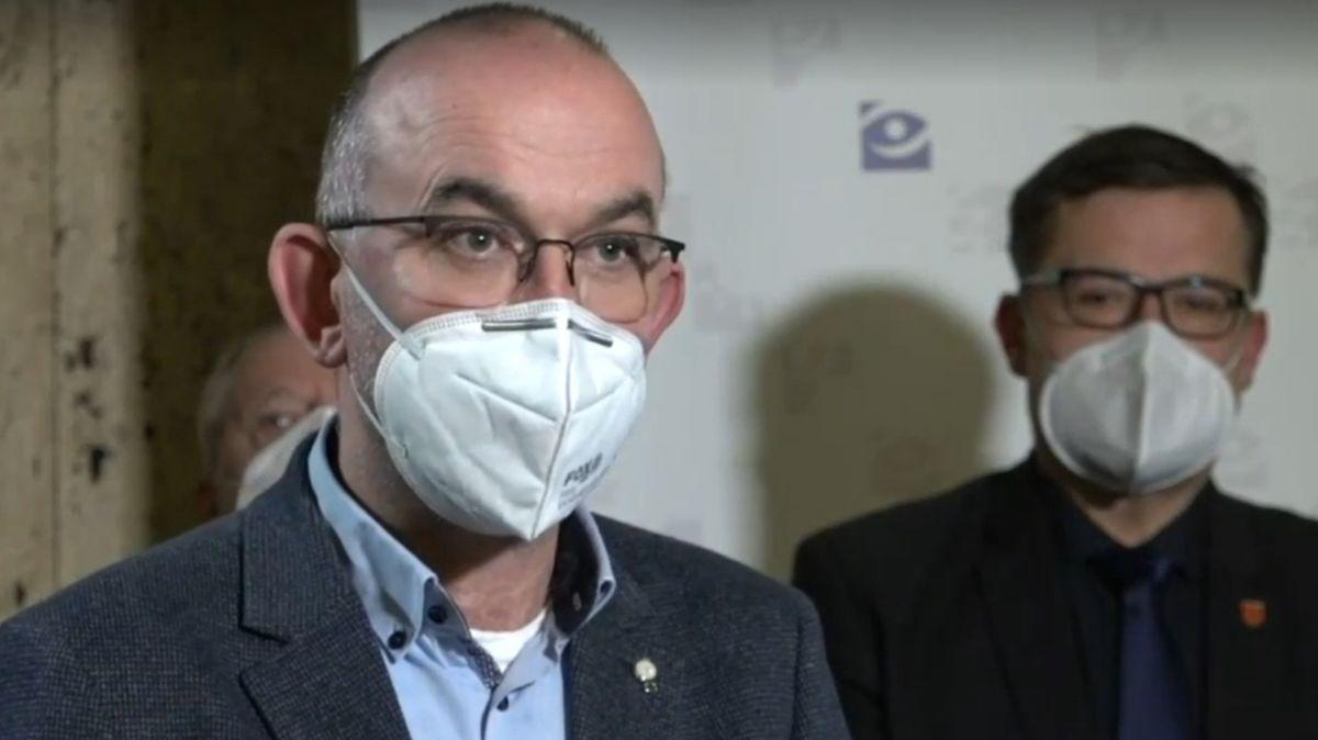 Ministr Blatný popisuje úmrtnost na covid