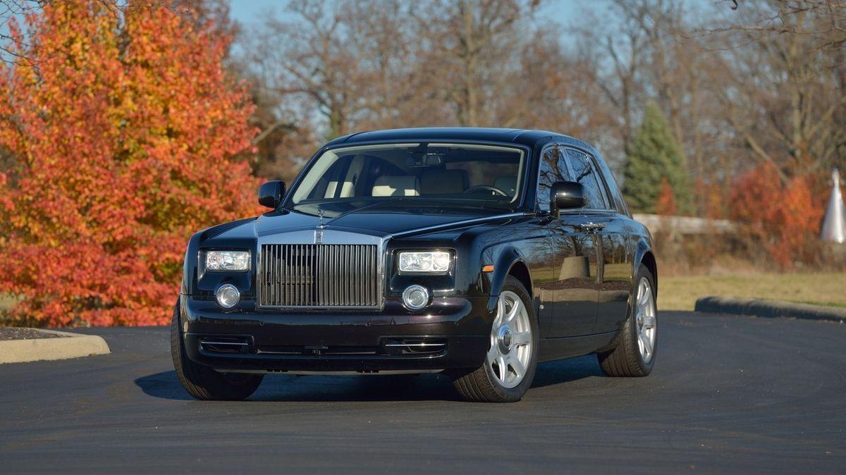 Na prodej je Trumpův Rolls-Royce, návod k obsluze nese jeho vzkaz