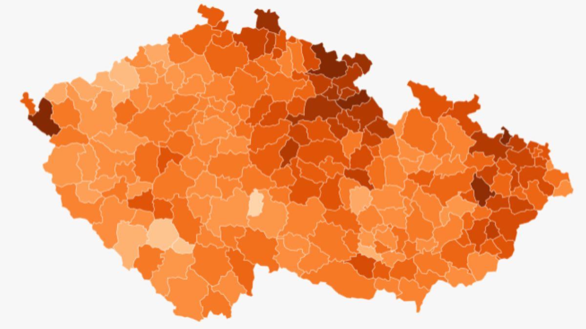 Mapa nakažených podle obcí opět ztmavla. Trpí hlavně příhraničí